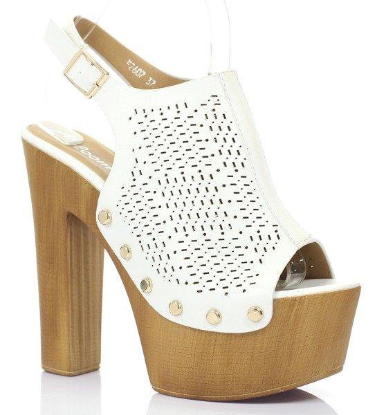 ba55763a537b Białe sandały na słupku- Obuwie - Biały