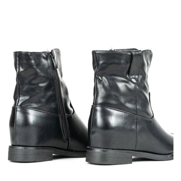 Czarne botki a'la kowbojki na krytym koturnie Anika Obuwie