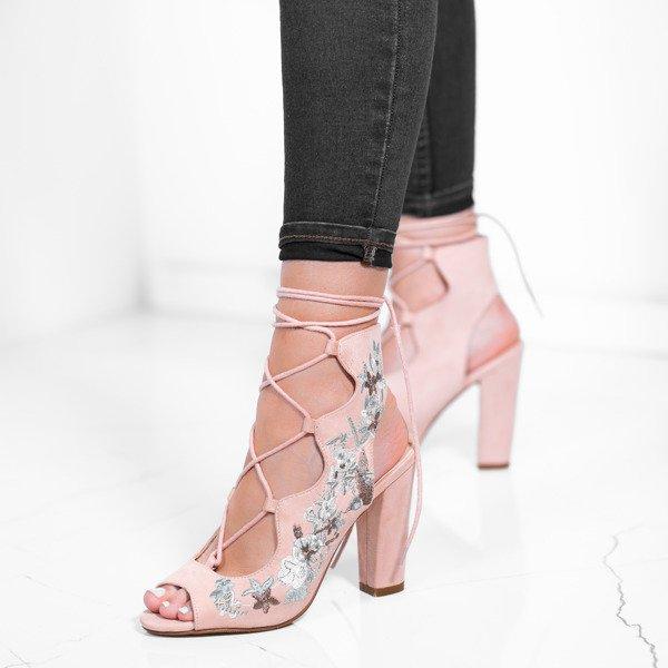 771a320b477ba0 Różowe sandały na słupku z wiązaniem i ozdobnym haftem Rosalia ...