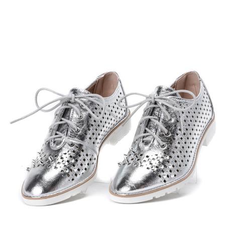 Ażurowe półbuty z ćwiekami w kolorze srebrnym Morris - Obuwie