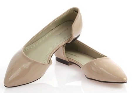 Beżowe balerinki z wycięciem - Obuwie