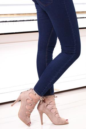 Beżowe efektowne sandały Jaylene- Obuwie