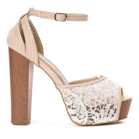 Beżowe sandały na wysokim słupku z haftem Hollie - Obuwie