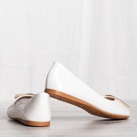 Białe baleriny z ozdobą Mirabella - Obuwie