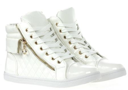 Białe sneakersy na płaskiej podeszwie - Obuwie