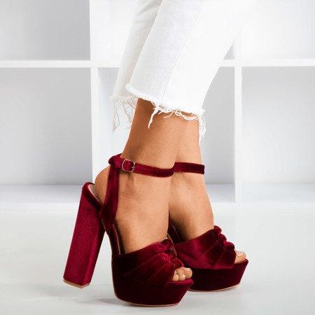 Bordowe sandały na słupku Scarrea - Obuwie