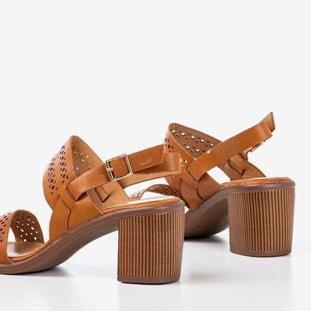 Brązowe ażurowe sandały na wyższym słupku Mandorianna - Obuwie
