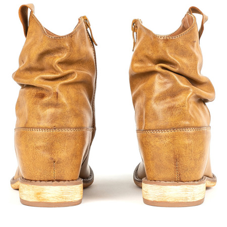 Brązowe botki a'la kowbojki na krytej koturnie Daressa - Obuwie