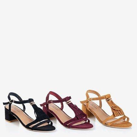 Brązowe sandały na niskim słupku z frędzelkami Torri- Obuwie