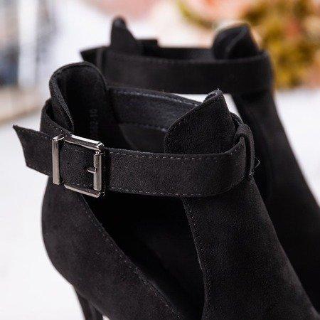 Czarne botki na wyższej szpilce z wycięciami po bokach Penelopa - Obuwie