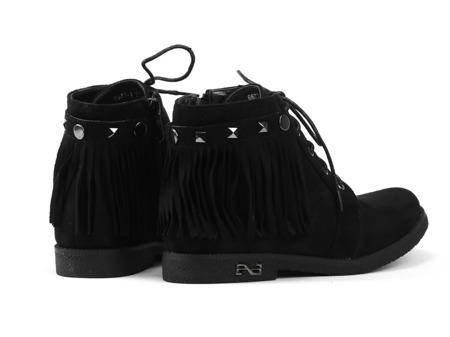 Czarne botki z fedzlami - Obuwie