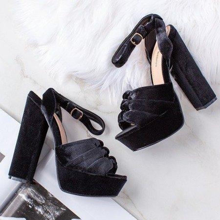 Czarne sandały na słupku Scarrea - Obuwie