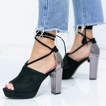 Czarne sandały na słupku z wycięciem i wiązaniem Shirley - Obuwie