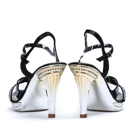 Czarne sandały ze zdobionym paseczkiem Kali - Obuwie