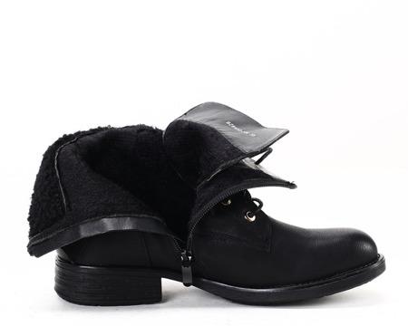 Czarne traperki z kożuszkiem - Obuwie