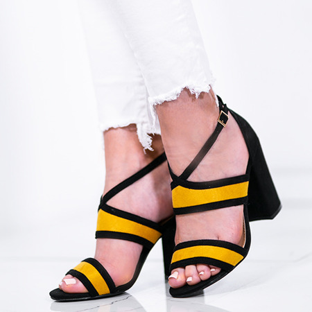 Czarno-żółte sandały na słupku Jeanie - Obuwie