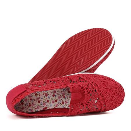 Czerwone slip on koronkowe Morona - Obuwie