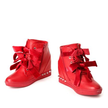 Czerwone sneakersy z ćwiekami Levi - Obuwie