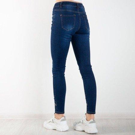 Granatowe damskie jeansy z ozdobami - Spodnie