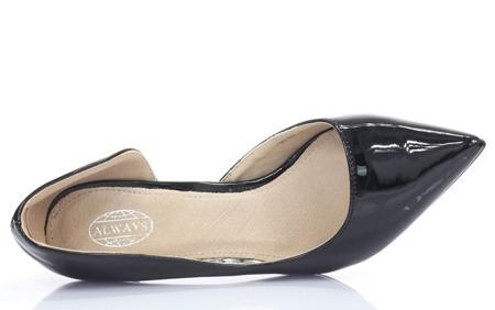 Lakierowane czółenka z wycięciem w kolorze czarnym Sylvie- Obuwie
