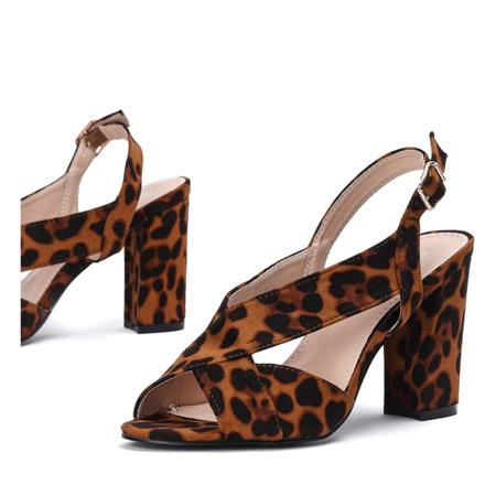 Sandały w panterkę na słupku z wycięciem wykonane z eko - zamszu Angelia - Obuwie