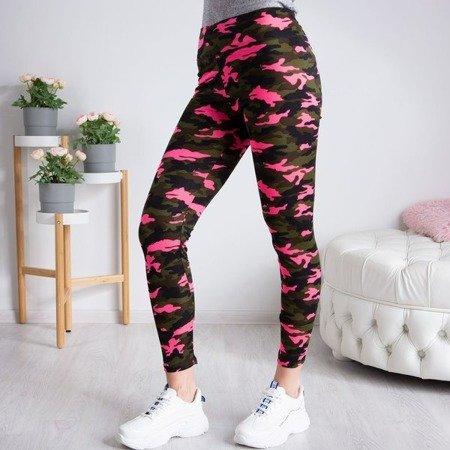Sportowe legginsy w różowe neonowe moro - Spodnie