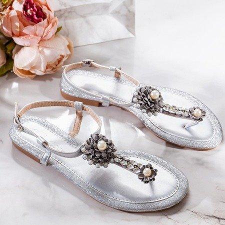 Srebrne sandały damskie na płaskim obcasie Slavitta - Obuwie
