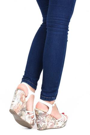 Srebrne sandały na koturnie - Obuwie