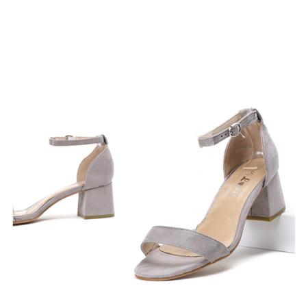 Szare sandały na niskim słupku Roxeta - Obuwie
