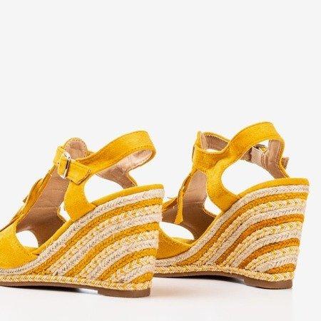 Żółte sandały damskie z frędzlami Odina - Obuwie