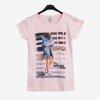 Jasnoróżowy t-shirt damski z printem - Odzież