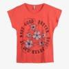 Koralowy t-shirt damski z nadrukiem w kwiaty - Odzież